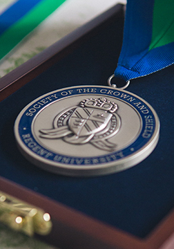 A-Crown-That-Lasts-Medal